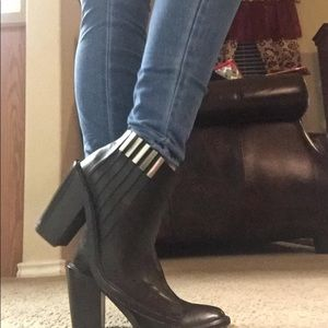 L.A.M.B. Ankle booties leather size 7M